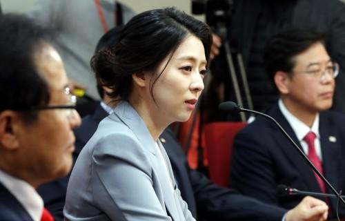 自由韓国党に入党した元MBCキャスター、ペ・ヒョンジン氏の記者会見(ニューシスKOREA)